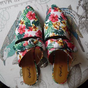 NWOT Tropical Floral Pointed Cutout Bow Mules, 7.5